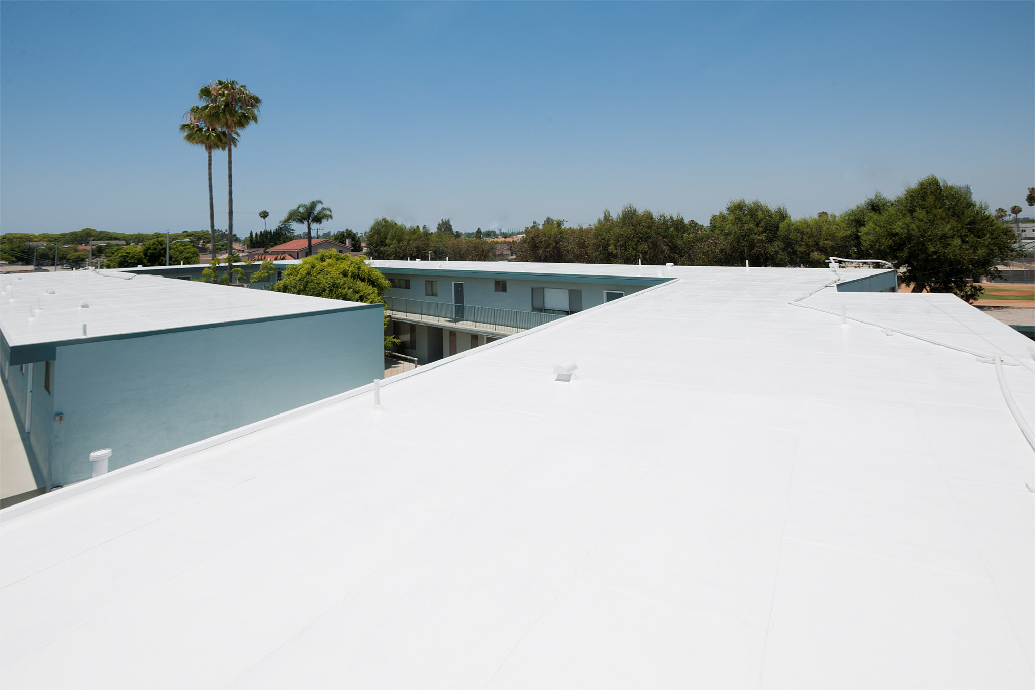Cool Roof White Silicon Coating On Apartment Building