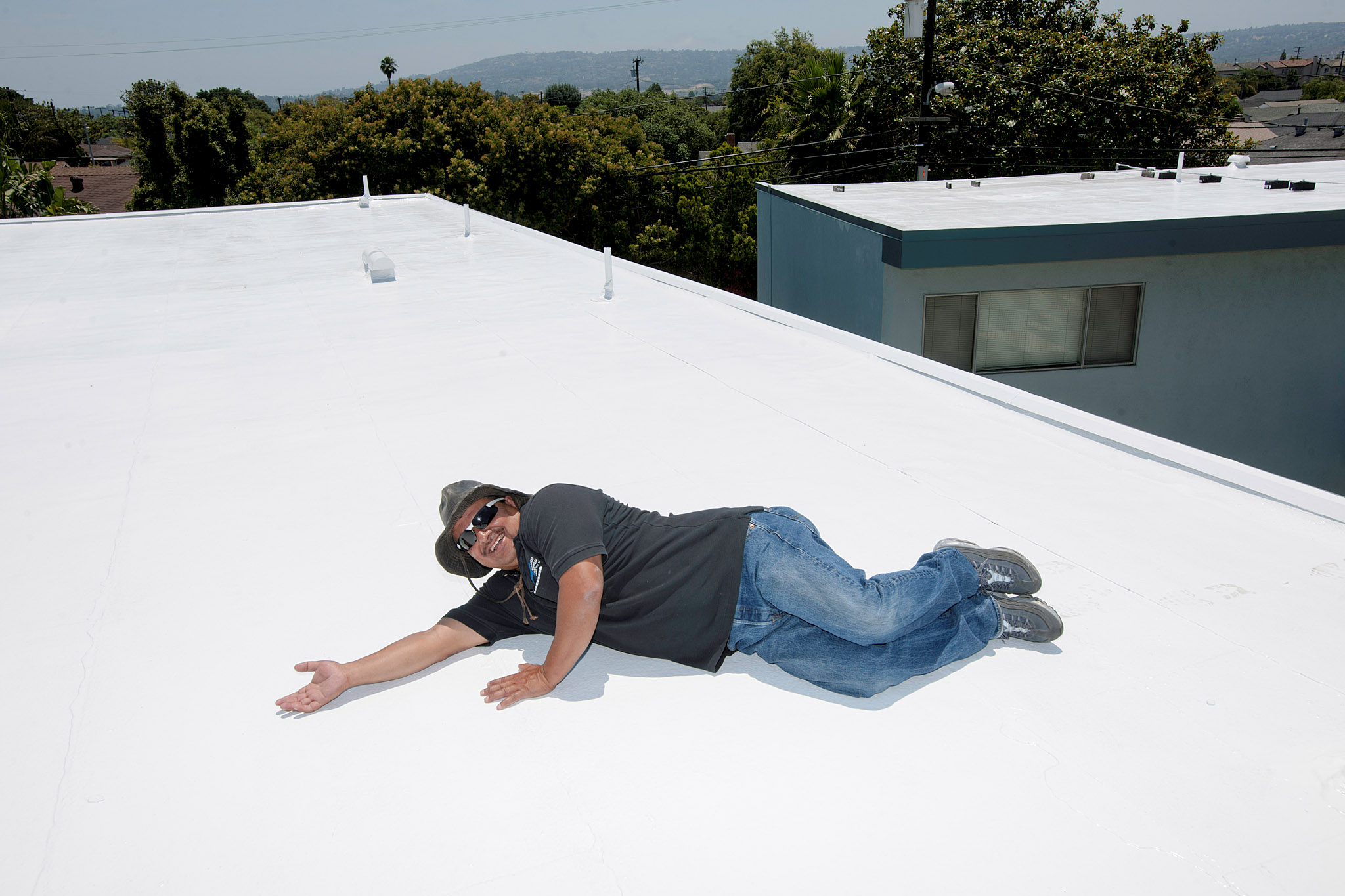 Navarro Roofing Installs A Cool Roof On An Apartment Building In Torrance,  California.